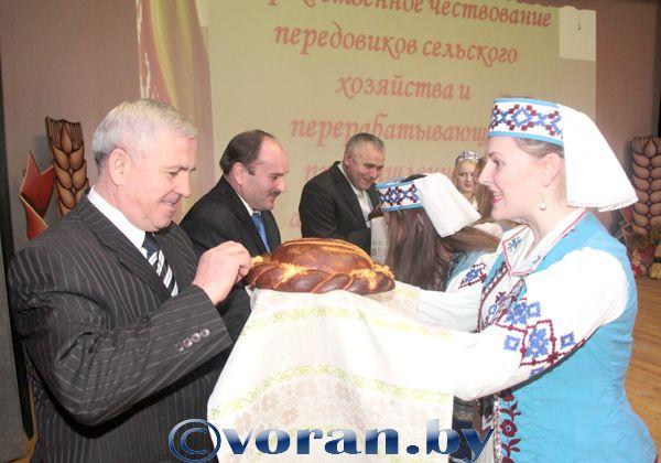 Спасибо вам, труженики села, за великое счастье — хлеб на столе!