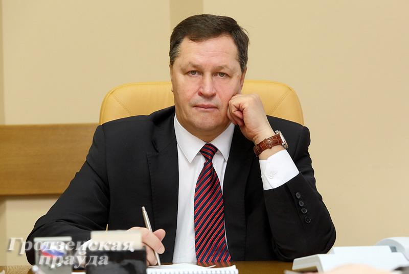 Прямую линию с жителями области провел управляющий делами облисполкома Игорь Попов