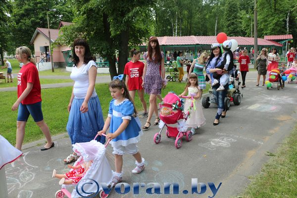 Парад волшебниц, принцесс и маленьких рыцарей… (фото)