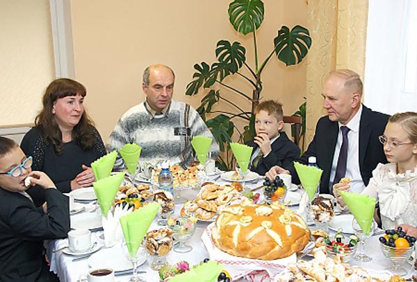 Владимир Кравцов открыл детский дом семейного типа в Гродно