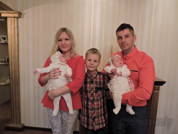 Семьям, в которых родились двое и более малышей одновременно, можно бесплатно воспользоваться услугами социальной няни