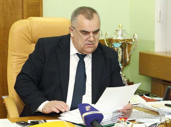 Прямую телефонную линию с жителями областного центра провел заместитель председателя облисполкома Владимир Дешко