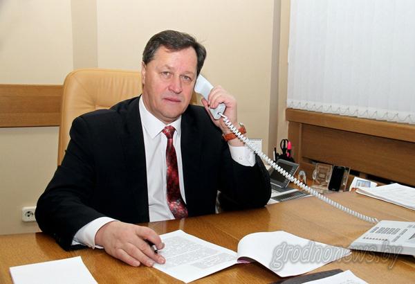 Прямую телефонную линию с жителями Гродненщины провел управляющий делами облисполкома Игорь Попов