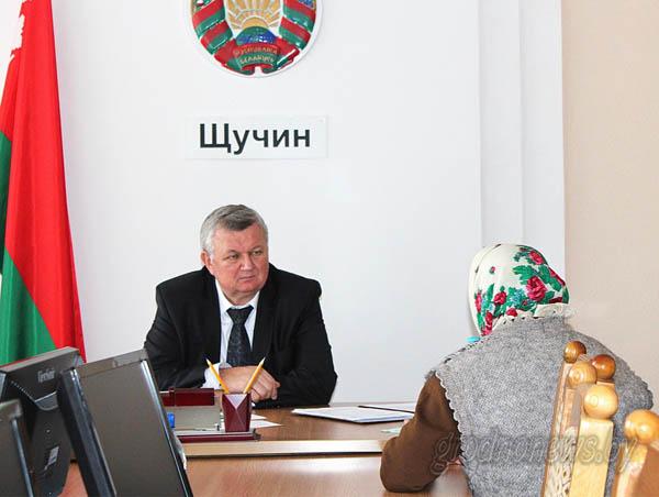 В Щучине провел прием граждан и прямую телефонную линию первый заместитель председателя облисполкома Иван ЖУК