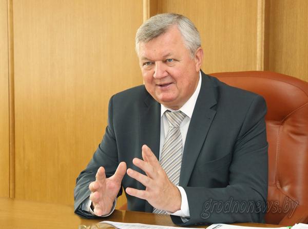 Первый заместитель председателя облисполкома Иван Жук провел прямую телефонную линию