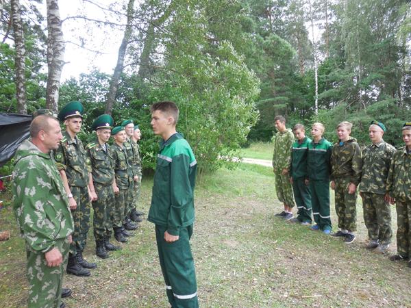 Мини-курс пограничной службы проходят дотишские школьники в военно-патриотическом лагере «Патриот».