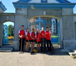 Волонтеры БРСМ провели акции по восстановлению более 30 святынь Гродненской области