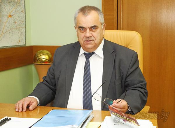 Субботнюю прямую линию с жителями области провел заместитель председателя облисполкома Владимир Дешко