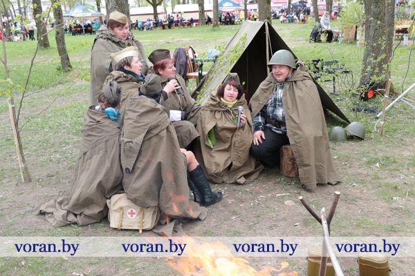 В вороновском городском парке поздравляли с Днем Победы