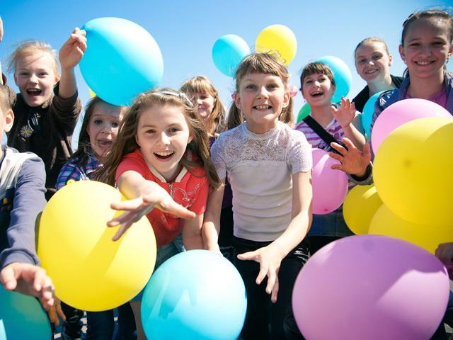 Сегодня в Гродно дети отмечают свой праздник красочным шествием по городу