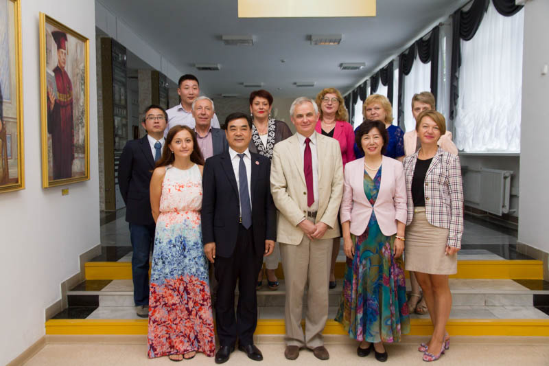 Делегация Синьцзянского педагогического университета посетила ГрГУ имени Янки Купалы