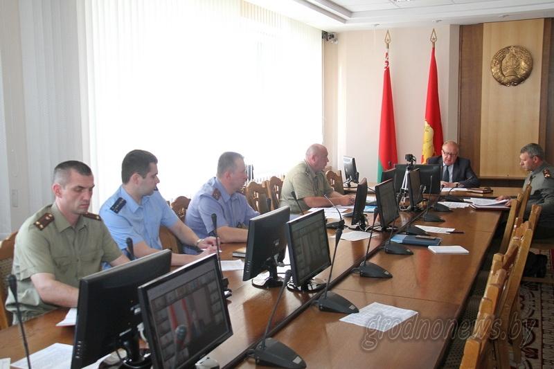 Итоги весеннего призыва в Вооруженные Силы и задачи на осеннюю призывную кампанию обсудили в облисполкоме
