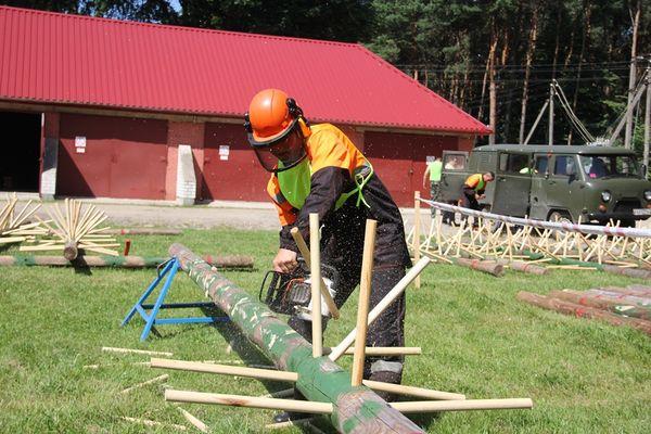На прошлой неделе в Лидском лесхозе прошли соревнования вальщиков леса «Лесоруб-2017».