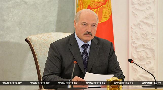 «Жесткий и принципиальный разговор» — Александр Лукашенко требует активизировать усилия на уборке урожая (Обновлено)
