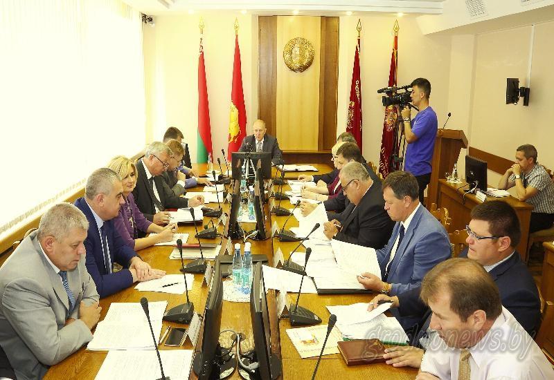 За экватором года: на заседании Гродненского облисполкома обсудили социально-экономическое развитие области за шесть месяцев