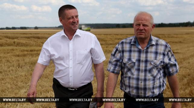 Министр сельского хозяйства ознакомился с ходом уборочной кампании на Гродненщине