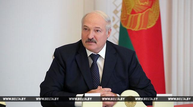 «Вы — на переднем крае» — Лукашенко требует от руководства районов решения социальных вопросов