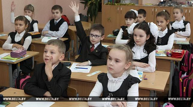 Александр Лукашенко: воспитать достойных граждан Беларуси можно только совместными усилиями педагогов и родителей