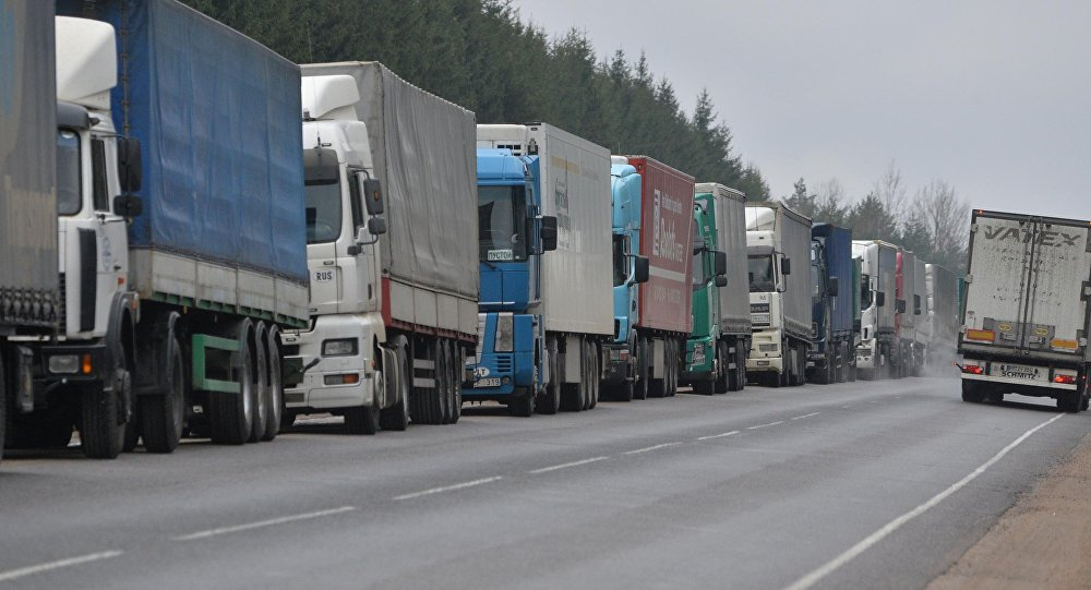 Более 600 большегрузов ожидают выезда на границе с Литвой