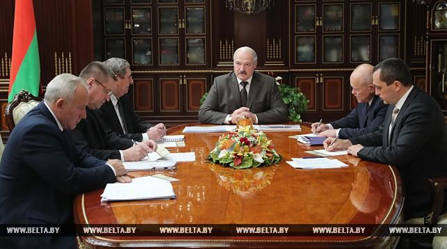 Лукашенко поручил к 7 ноября завершить уборочную и поторопил с подготовкой земли к весенним работам
