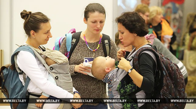 В Беларуси в последние 10 лет становятся матерями более 100 тыс. женщин в год