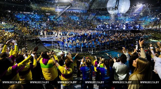 Всемирный фестиваль молодежи в Сочи завершился концертом мировых рок-хитов