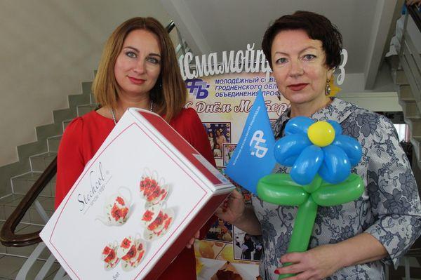 Апельсины, селфи и открытки: профсоюзы Гродненщины поздравили мам с праздником