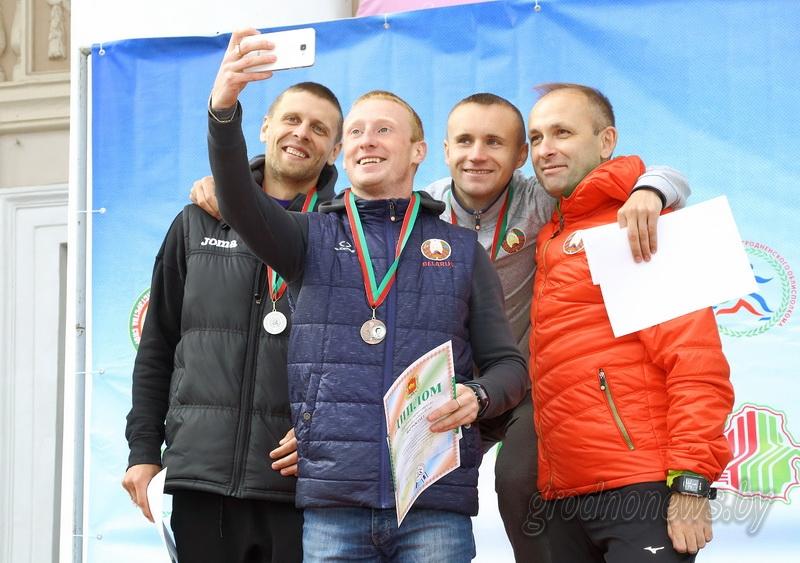 Спортивным шагом шли к победе участники международных соревнований по спортивной ходьбе в Гродно