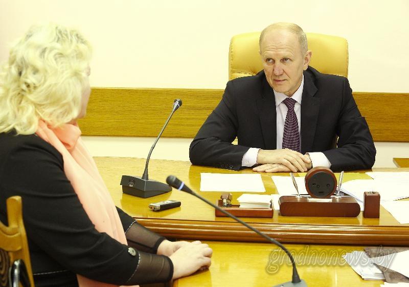 Вопросы житейские, решения компетентные. Председатель областного исполнительного комитета Владимир Кравцов провел прием граждан