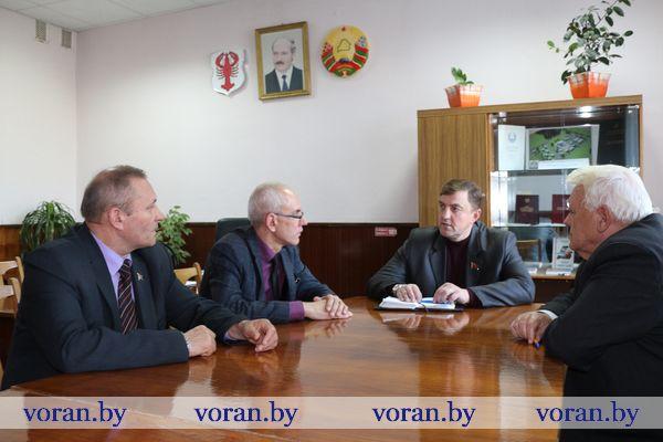 Депутат Палаты представителей Национального собрания Республики Беларусь Александр Маркевич работал в своем избирательном округе.