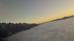 Дорога в облаках. Пилот «Боинга» опубликовал захватывающее видео из кабины самолета