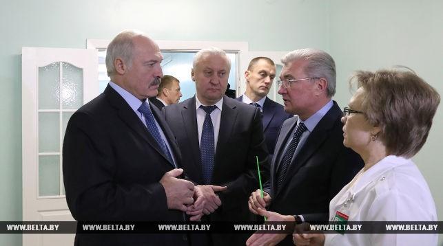 Лукашенко потребовал обратить более серьезное внимание на медучреждения в районах