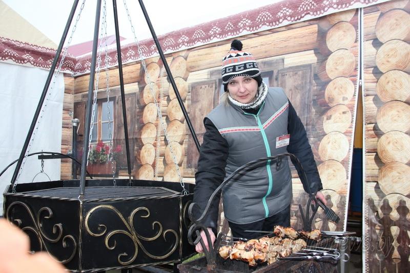Горячим кофе и шашлыками с пылу с жару встречали гостей на «Дажынках» в Свислочи кооператоры области