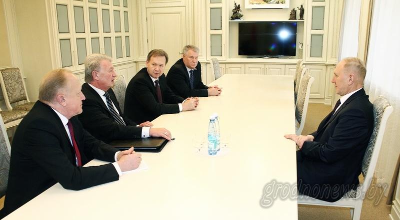 Общественная организация как кузница кадров. Лидер «Белой Руси» Александр Радьков провел встречу с активом в Гродно