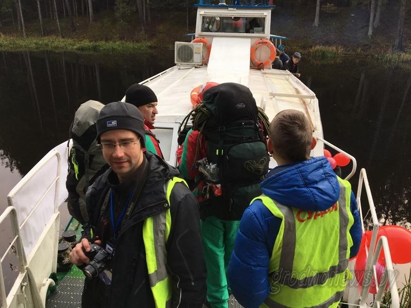 По полям, лесам, болотам. Участники марафона «Школа выживания» продолжают преодолевать 100-километровую дистанцию