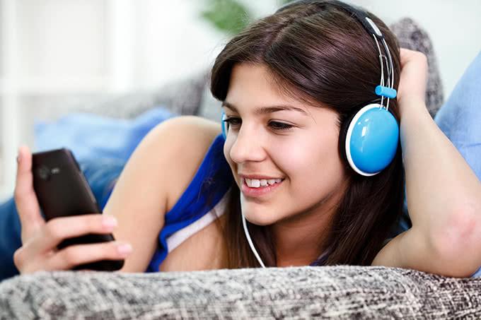 Две крупнейшие соцсети ограничили прослушивание музыки 30 минутами в день