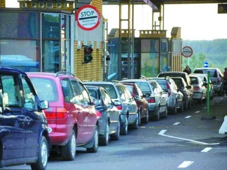 Нужна ли доверенность для выезда за границу за рулем чужого авто? Погранслужба разъясняет
