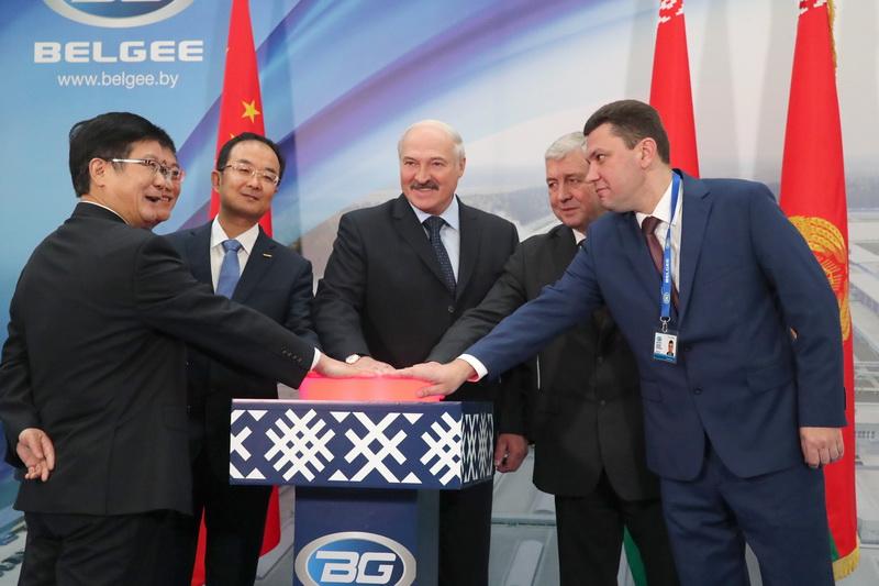 Первый серийный белорусский легковой GeelyAtlas NL3 сошел с конвейера завода «БелДжи»