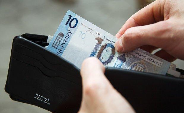 Средняя зарплата в бюджетной сфере в 2018 году составит не менее 700 рублей