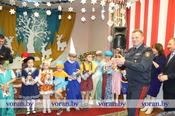 Новогодний вечер в Радунской школе-интернате (Фото. Дополнено)