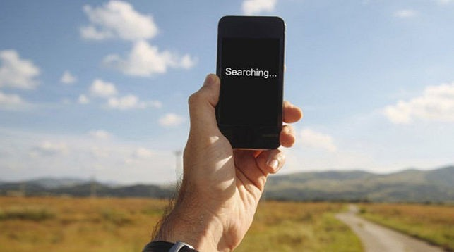 Поднимать телефон, чтобы поймать сигнал, бессмысленно — ученые