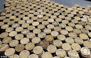 Китаец заплатил за автомобиль 10 коробками монет