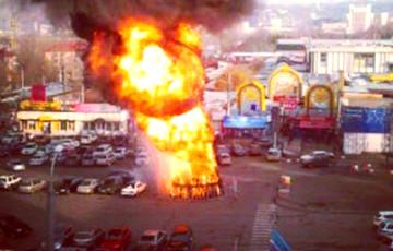 Видеофакт: в Астане горела гигантская елка