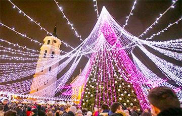 На кафедральной площади в Вильнюсе поставили «самую красивую елку» в Европе