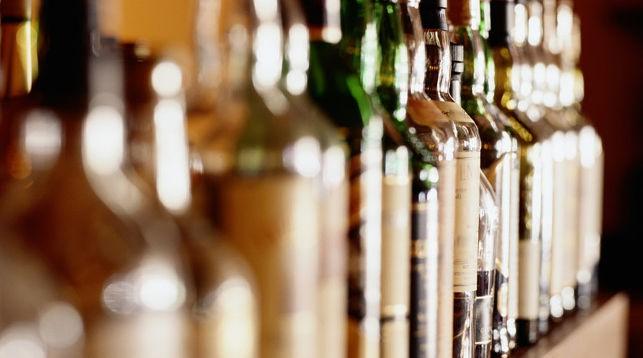 Правительство изучит вопрос повышения возраста продажи алкоголя до 21 года