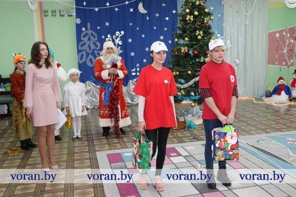 На днях завершилась благотворительная кампания Белорусского Общества Красного Креста «Елка желаний»