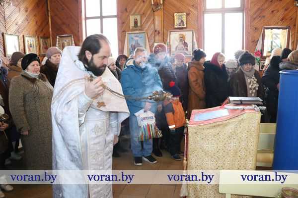 Православные христиане празднуют Крещение Господне (Дополнено, Фото)