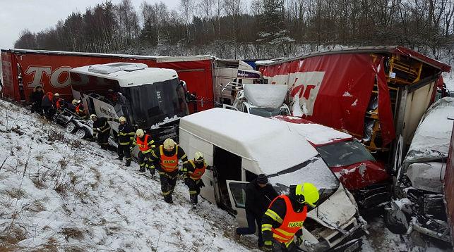Крупное ДТП из 40 автомобилей в Чехии: минимум 10 человек пострадали