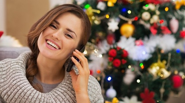 Белорусы в новогоднюю ночь отправили миллионы СМС и провели миллионы минут за телефонными разговорами