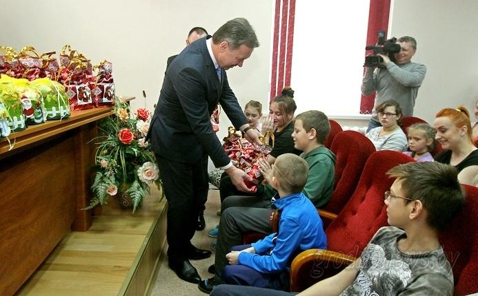 Тепло и внимание детям. Новогодние подарки от Президента вручены на Гродненщине